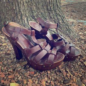 Frye Dara t strap sandal